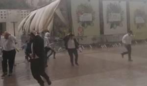 צפו: הזמר בני פרידמן נמלט מהגשם בי-ם