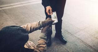 מחקר: אנשים נדיבים מאושרים הרבה יותר