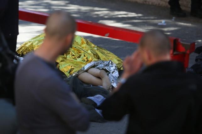 גופת המחבל בזירת הפיגוע