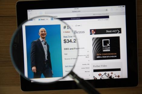 """ג'ף בזוס, מייסד ויו""""ר אמזון amazon - העשירים בעולם: בזוס הדיח את ביל גייטס"""