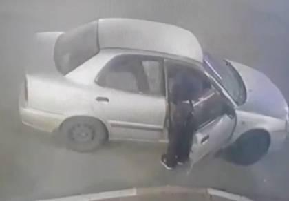פרץ לרכב ונעצר בתוך דקות על-ידי בלשים