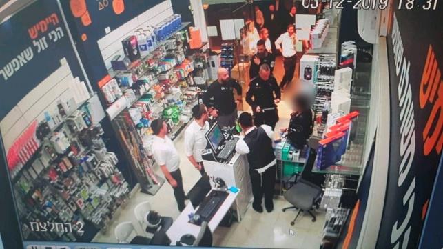 אישה ניסתה לרכוש עם אשראי גנוב ונתפסה