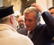 הרב אברהם גיגי לצד בכיר הפרלמנט האירופי שחבש כיפה לכבודו