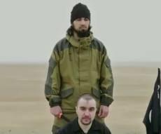 """סרטון מצמרר - פעיל דאע""""ש ערף את ראשו של קצין רוסי"""