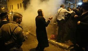 רימוני הלם על המפגינים החרדים • תיעוד