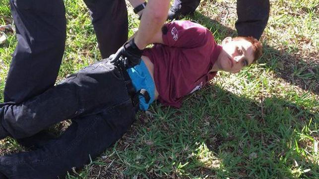 הרוצח ניקולס קרוז בעת מעצרו