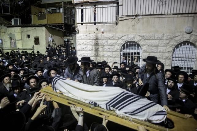 הלוויה במאה שערים, אמש