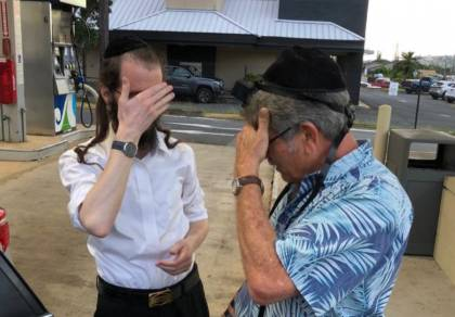 כשהיהודי היחיד באי הניח לראשונה תפילין