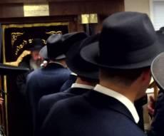 החברים נפרדים, בהלוויה במונסי, אמש