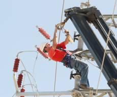 עבודות גובה בביצוע עובד חברת חשמל