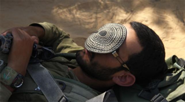 בלי יותר מדי דת. חייל דתי (צילום: פלאש 90)
