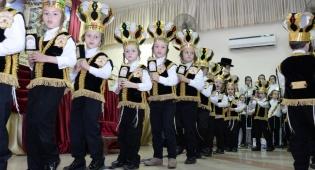 ילדי צאנז בחיפה חגגו במסיבת חומש • צפו