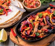 פהיטס רצועות עוף וירקות - ארוחה בתבנית אחת: פהיטס רצועות עוף וירקות