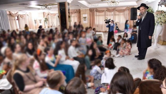 תיעוד מרגש: בת מצווה לארבעים ושתיים יתומות