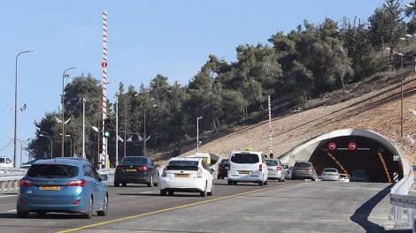 """כביש 1 ליד מנהרות הראל - נסיעת מבחן: כמה דקות מירושלים לת""""א?"""