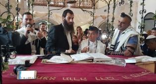 צפו: חגיגת בר המצווה לבנו של אייל גולן