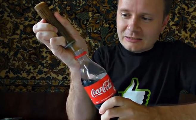 """אל תנסו בבית: להפוך """"קוקה קולה"""" לרקטה"""