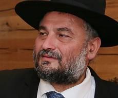 ראש העיר משה אבוטבול - אבוטבול על תמיכתו ברב רביב: 'מרגיש רגוע'