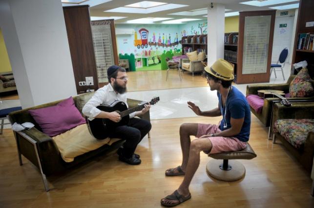 חילוני וחרדי, בתאילנד. ארכיון