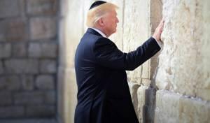 טראמפ בכותל המערבי - בירת ישראל? רק לפי טראמפ, לא בדרכונים