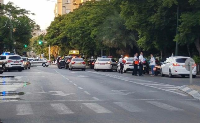 פיגוע דקירה בתל אביב: חייל נפצע קל עד בינוני