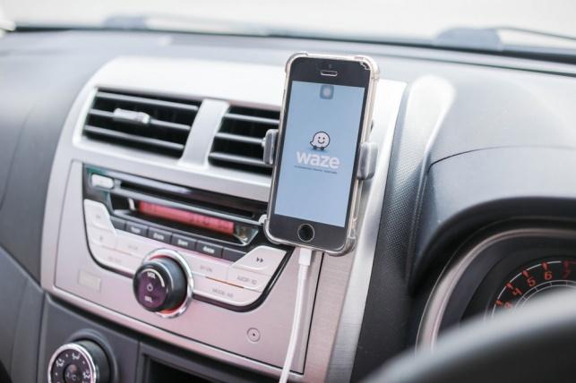 """זעם בב""""ב: Waze מפנה לעיר רכבים בשבת"""