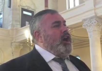 שמעון סיבוני מפליא בביצוע לייב ספונטני