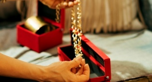 רוצה את השרשרת כמו חדשה? נייר כסף - לא רק על תבניות: שימושים גאוניים לנייר כסף