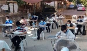 הילדים  לומדים בתלמוד תורה באוויר הפתוח