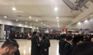 בני קהילת 'עדת ישראל' נפרדים מרבם בנסיעתו לישראל
