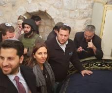 גילה גמליאל הלילה בשכם - כ-1500 מתפללים נכנסו לקבר יוסף בשכם