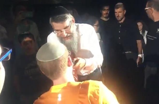 אברהם פריד הפתיע עם אורח בלתי צפוי