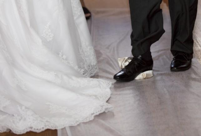 """כך מנסים בחב""""ד לשכנע בחורים להתחתן מוקדם"""