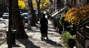 אשה חסידית בניו יורק