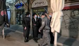 צפו: שוטרים מונעים גישת חרדים להפגנות