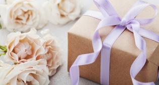 מומחים: יש לשלוח מתנה לחתונה, גם אם לא נוכחים בה