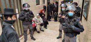 """תיעוד: כוחות משטרה פשטו על שוק מא""""ש"""