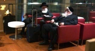 בכירי הוועדה חנוך זייברט והרב שמעון וואלף קליין