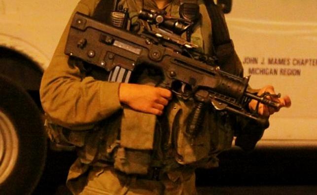 """כרזות בבני ברק: 800 ש""""ח לילד שיבזה חייל"""