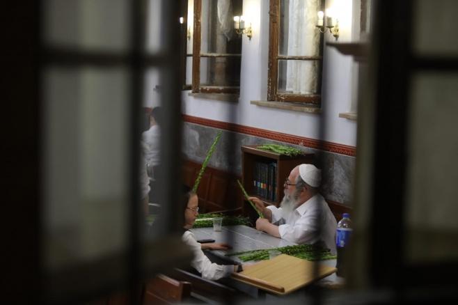 תיעוד מהחלון: שוק ד' המינים במאה שערים
