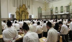 התפילה בהיכל הישיבה