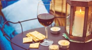היין נשפך? כך תעלימו בקלות את הכתם - אחת ולתמיד: זו הדרך הכי יעילה לנקות כתם יין