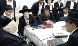 """הבחורים בבית הגר""""ש אוירבך - צפו: כך התקבלו עריקי """"הפלג"""" בבתי הרבנים"""