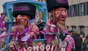 הבובות האנטישמיות בתהלוכה