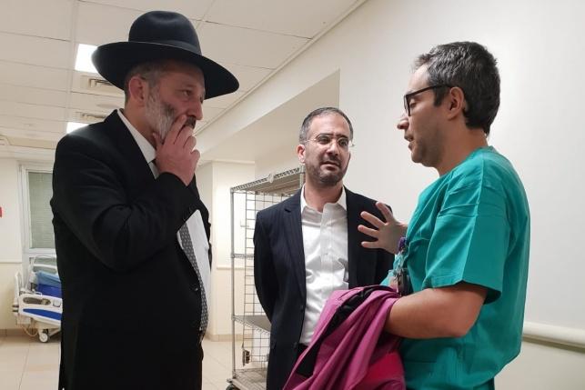 """דרעי עם ד""""ר אלעד מאור, רופא מומחה בכיר ביחידת בצנתורים"""