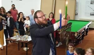 הדלקה ראשונה: נרות חנוכה בניו זילנד • צפו