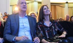 רויטל גנץ לצד בעלה
