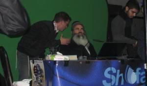 ר' אמנון יצחק במהלך ההרצאה שהופרעה - ר' אמנון ניסה לדבר, גז מדמיע רוסס