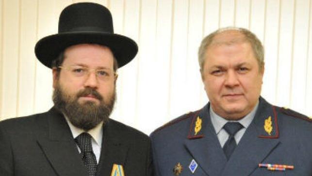 """הרב גורביץ עם בכיר בשב""""ס"""