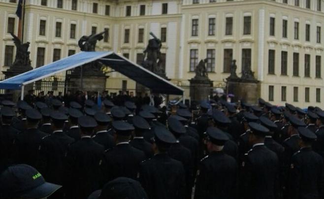 גלריה: מאה כבאים חדשים מונו בפראג